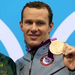 Zlati ameriški olimpijski plavalec in svetovni rekorder